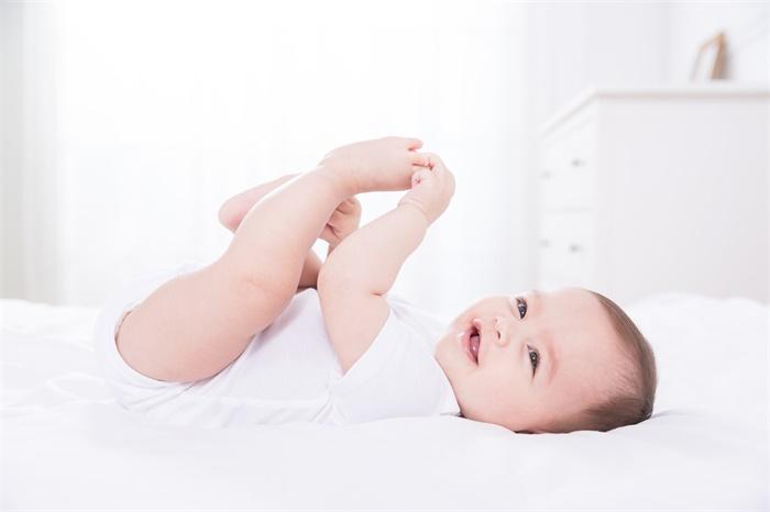 科学证实:婴儿能看到成年人看不到的东西,7个月大后能力消失