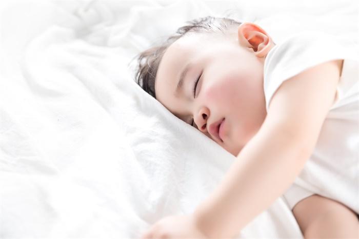 转给家长看!专家称小孩睡懒觉没坏处,8小时以上睡眠更有利于大脑发育