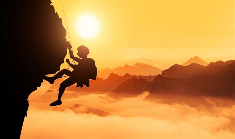 稻盛和夫:只具备平凡能力的人,怎样做出不平凡的事?
