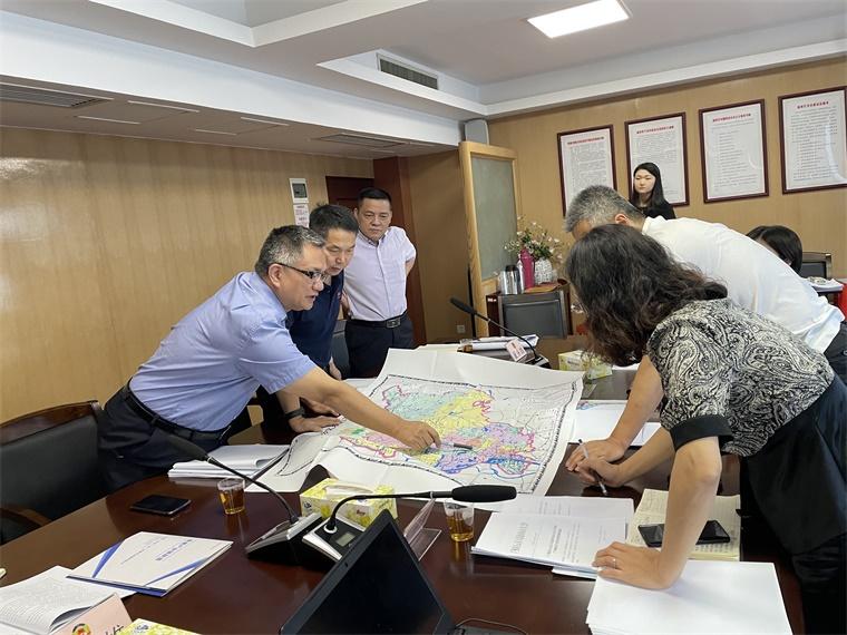 白云区政协领导与前瞻产业研究院刘副院长、陆院长研讨现场