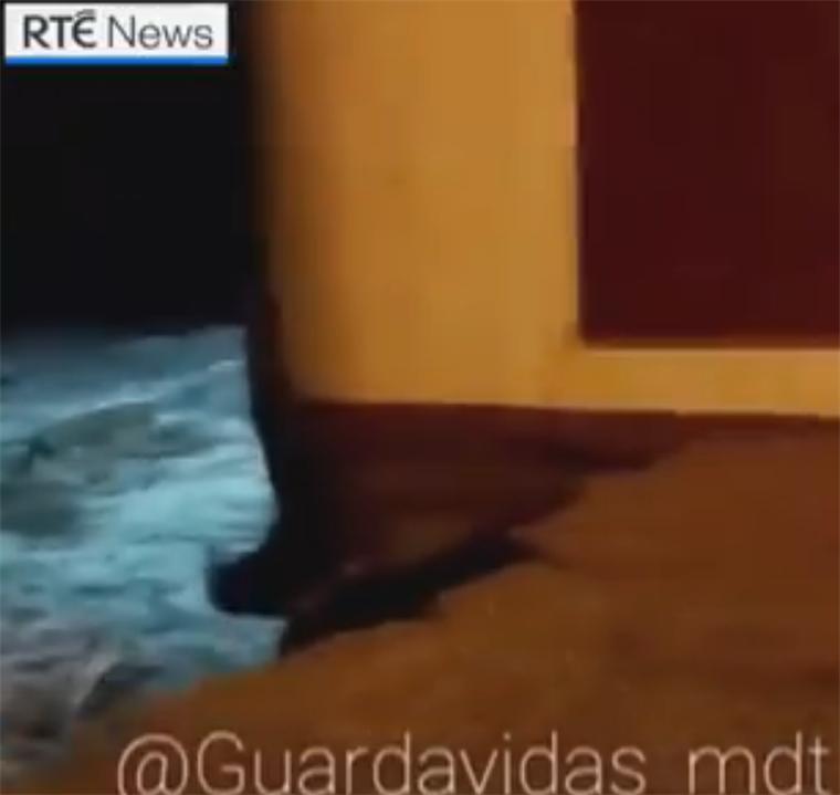还好没买海景房!海平面上升侵蚀地基 阿根廷双层别墅整栋掉入海中