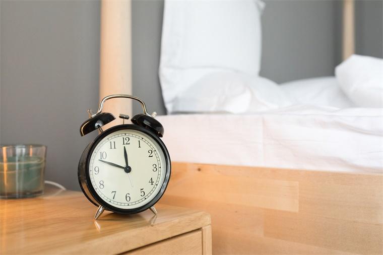 一项关于睡眠令人大开眼界的研究发现:睡得多不过是浪费时间