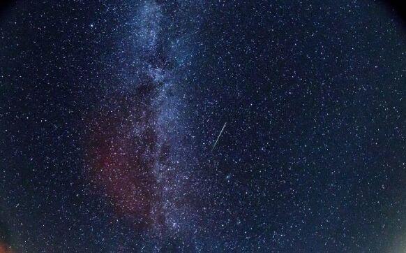 大饱眼福!英仙座流星雨将成8月夜空奇观 每小时或能看到40多颗流星