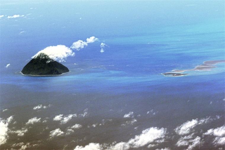 日本海底火山喷发形成新岛:形似马蹄 或成永久岛屿