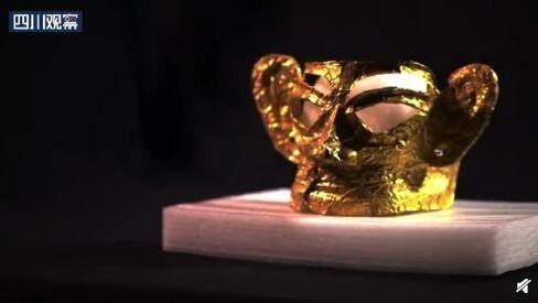 惊艳!三星堆新出土最完整黄金面具:重约100克,眉眼镂空,造型威严神圣