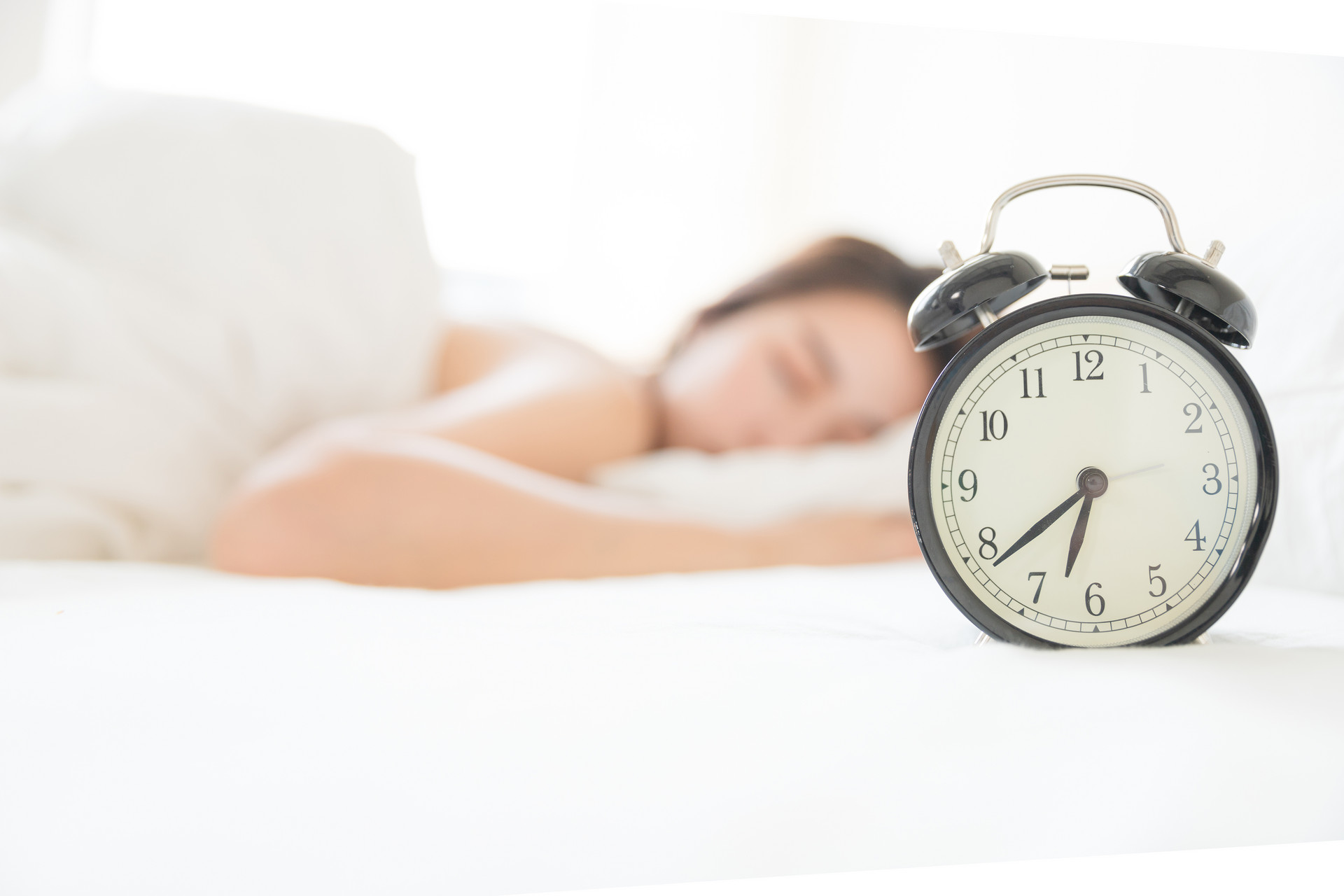 研究發現:周末多睡2小時懶覺,抑郁風險能減半