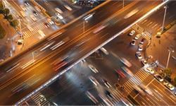 研究發現:開車時不要聽情歌、喧鬧的歌,否則分散注意力增加車禍風險