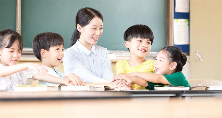 """孩子有阅读障碍怎么办?研究表明:暴露于""""白噪声"""",会提高他们的阅读能力和记忆力"""