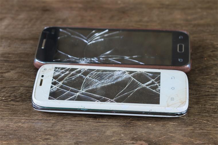 """手机屏幕碎了怎么办?如何让手机""""自我修复""""?"""